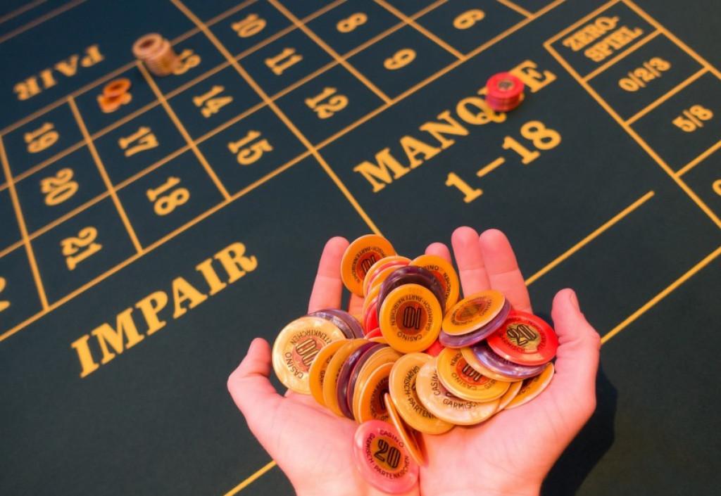 Live casino: Få den ægte casino stemning ind på din computer
